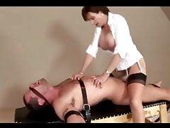 Sexy Milf und ihr Sklave