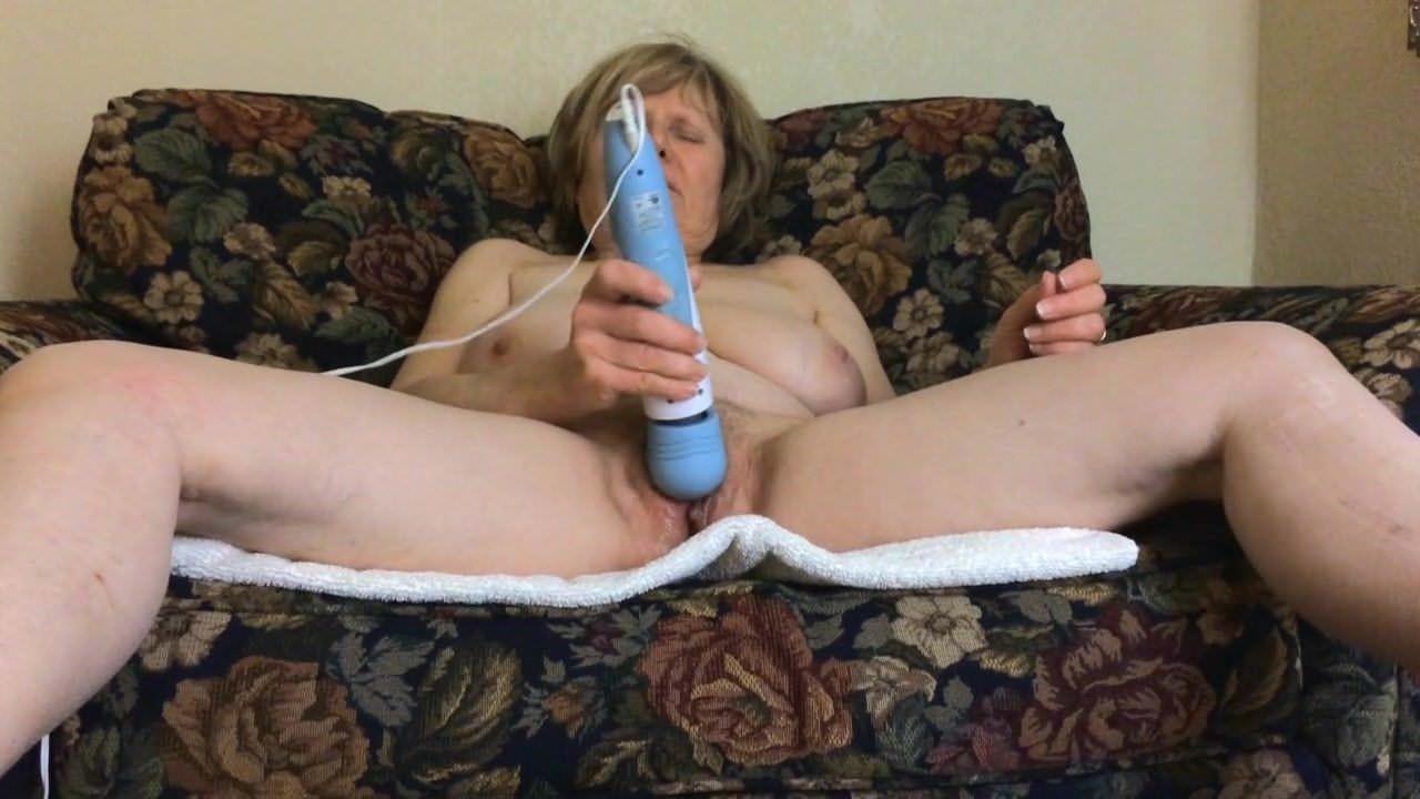 Порно подборка трансы дрочат большой член