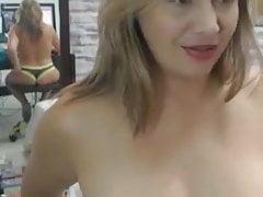 Madrasta se exibe na webcam