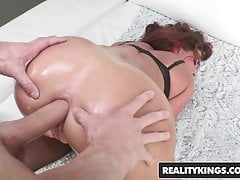 Phat Ass Teen Savannah Fox will einige anal - Reality Kings