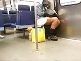 Elle dort dans le metro (slowmo)