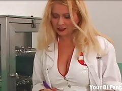 Strapon geneukt door je stoute verpleegster
