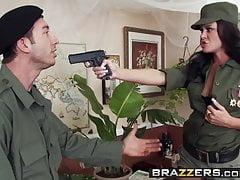 Grandi TETTE in uniforme - Savannah Stern Jordan Ash - Dictator