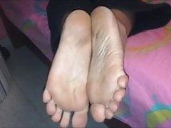 Machi (Chita) porusza brudnymi (rozmiar 38) stopami, część 3