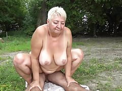 FKK fickt Oma in der Öffentlichkeit