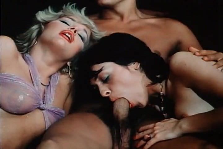 Секс с рыжей в подвале