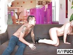 Avy Scott zostaje zerżnięta przez swoją chłopięcą zabawkę Keni Style