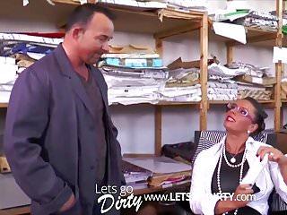 Amateur Hardcore Tits video: Chefin verhandelt das Gehalt neu