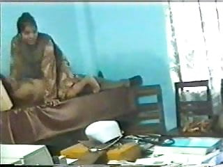Vintage Voyeur Indian video: Bengali doctors in hospital (90s scandal)