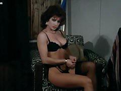 Carmen Russo striptease et scènes de nu
