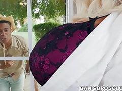 Busty mature babe devient difficile railed par un grand coq noir