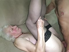 Abuela coño esta mojado