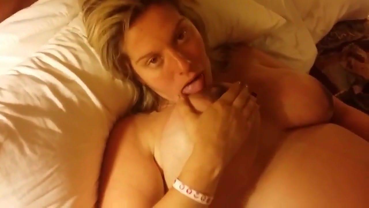 Порно одетые девушки голый парень