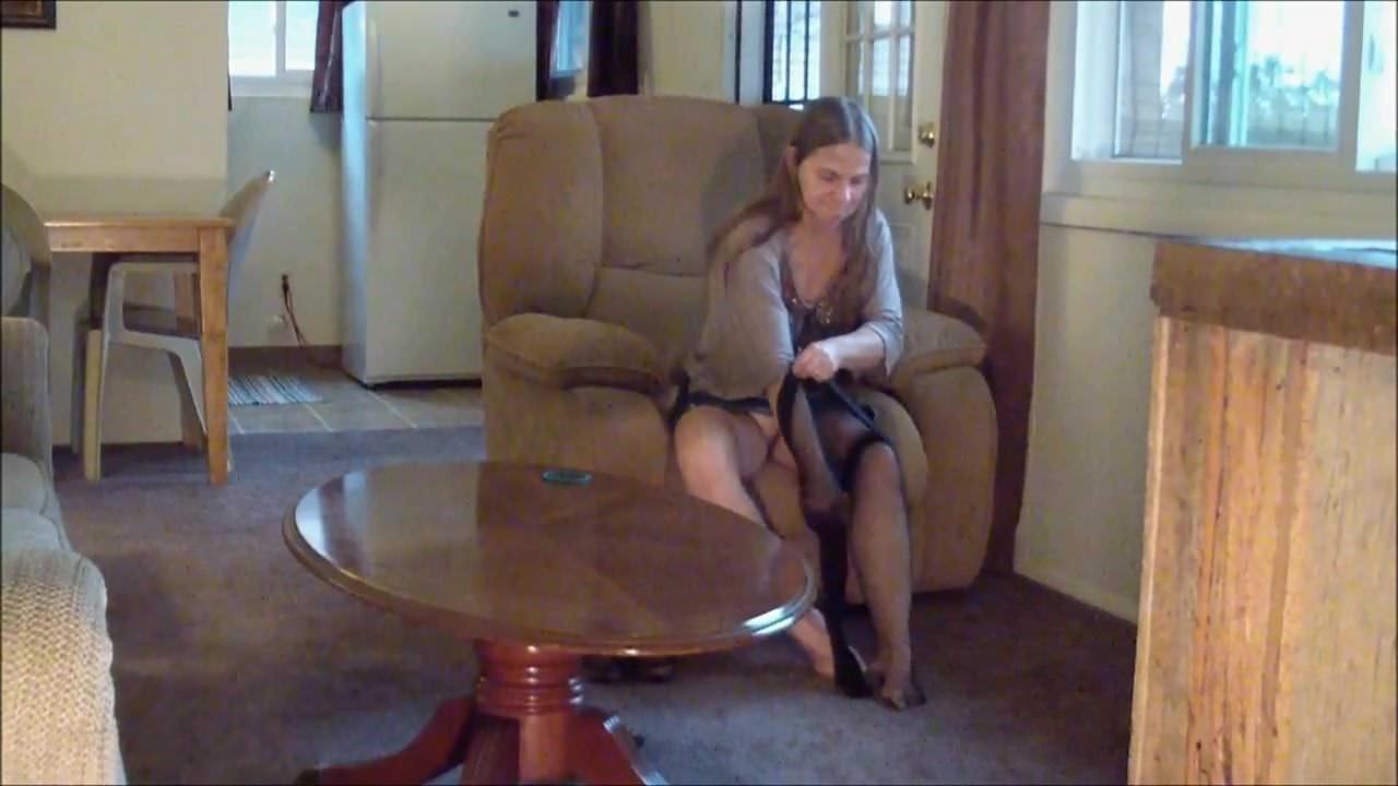 Смотреть онлайн сучка мастурбируют скрытая камера
