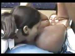 Caliente 18 años indio lesbo sexo oral