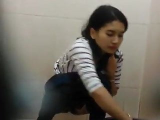 Sexy Indonesian Girl Toilet Spy Cam