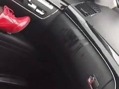 orgasm and squirt in her car