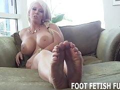 Chci, aby si jazyk vyčistil špinavé nohy