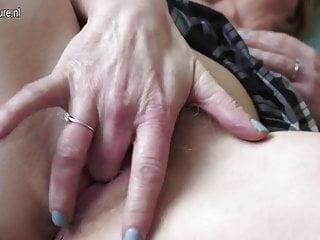 成熟的媽媽與毛茸茸的老屄
