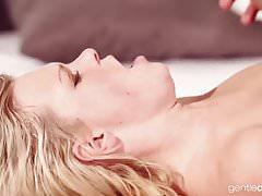 Wunderschöne natürliche tschechische Teen Massage