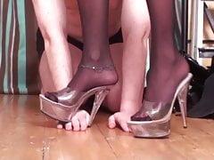 Le signore di nylon dominano gli schiavi