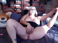 Seksowna mama Joclyn z włochatą pochwą i mnóstwem scenek