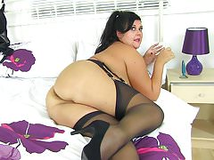 English milf Katie pushes a butt plug up her arse