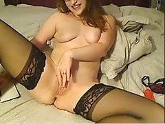 Giovane ragazza inglese con dildo sulla sua figa stretta