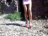 19 cm heels walking on stones