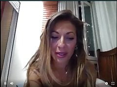 Webcam Whore Naomi Burning si scopa se stessa e mangia il suo sperma
