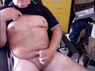 .Sexy dad wanking & spunking on cam.