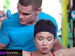 Fitnessräume Sexy Fitnessstudio Latina und tschechische Babes ficken ihren Schwanz
