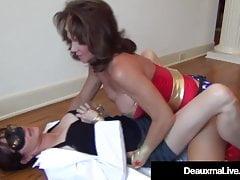 Dynamic Cougar Deauxma scopa il sexy scienziato Dr. Focker!