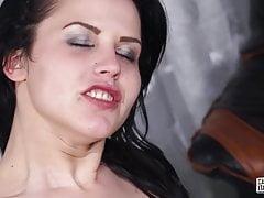 CastingAllaItaliana - Bella bruna in casting italiano