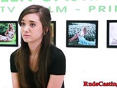 Casting Teen rauh gefickt und Schwanz geschlagen
