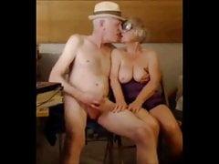 Starý pár hraje