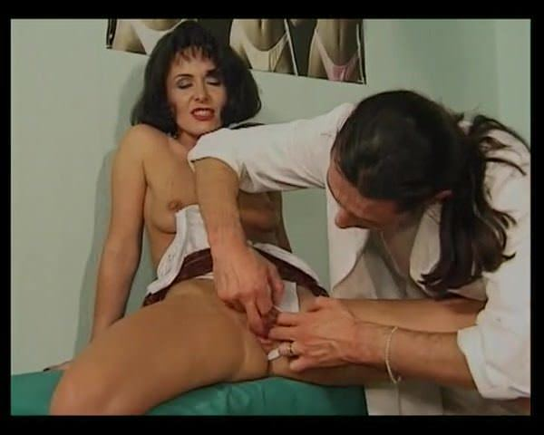 Порно подрочила перед парнем частное видео