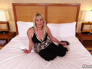 .Hot Anal Fucking a Horny Natural Tits Amateur Milf.