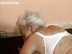 Vieja abuelita follada por maquina