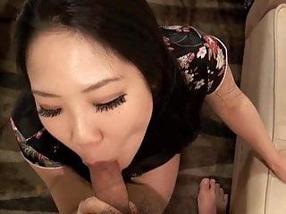 令人難以置信的性感日本女人給予和獲得樂趣