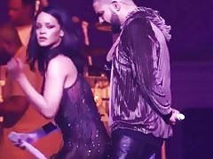Rihanna twerking su Drake di Little Dick in Live.