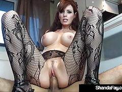 Sex Crazed Cougar Shanda Fay neukt manlief op de keukenvloer!