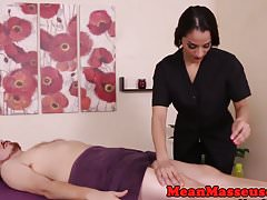 Dominant Masseuse cumcontrols Patienten