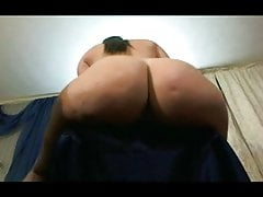 Sexy Girl Shaking Her Ass 2 MC84