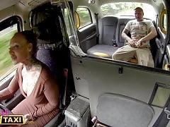 Kobieta Fake Taxi Złamany test analny z kutasem