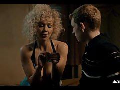 Maggie Gyllenhaal v Deuce - S01E01