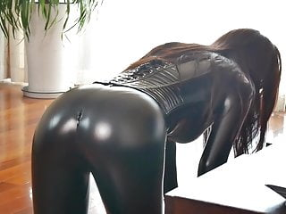 Bdsm Femdom Latex video: fx-tube.com Latex slave girl in the boxs