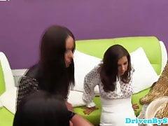 Glam lesbiche eurobabes mangiano figa e culo giocherellando