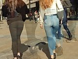 2 Teens in jeans