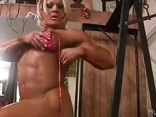 British Gym Masturbates video: Female Bodybuilder Masturbates Her Clit in the Gym